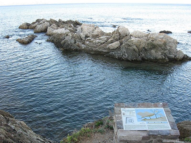 Photo du Monument Historique Vivier maritime supposé gallo-romain de la Gaillarde situé à Roquebrune-sur-Argens