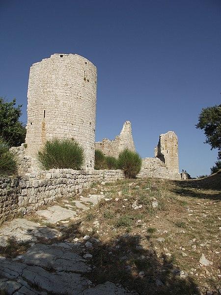 Photo du Monument Historique Village (vestiges de l'ancien) et château (vestiges) situé à Rougiers
