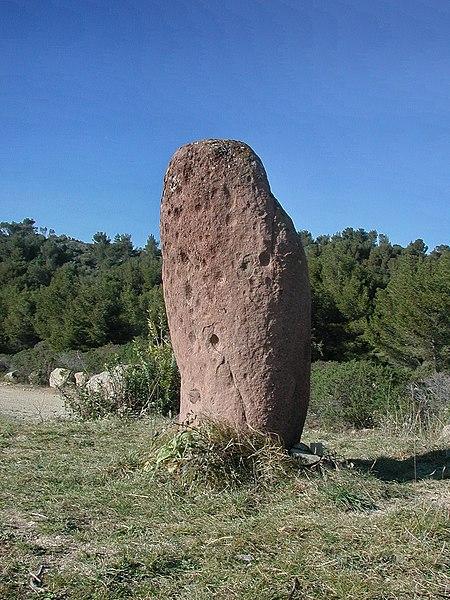 Photo du Monument Historique Menhir dit Pierre Levée situé à Saint-Raphaël
