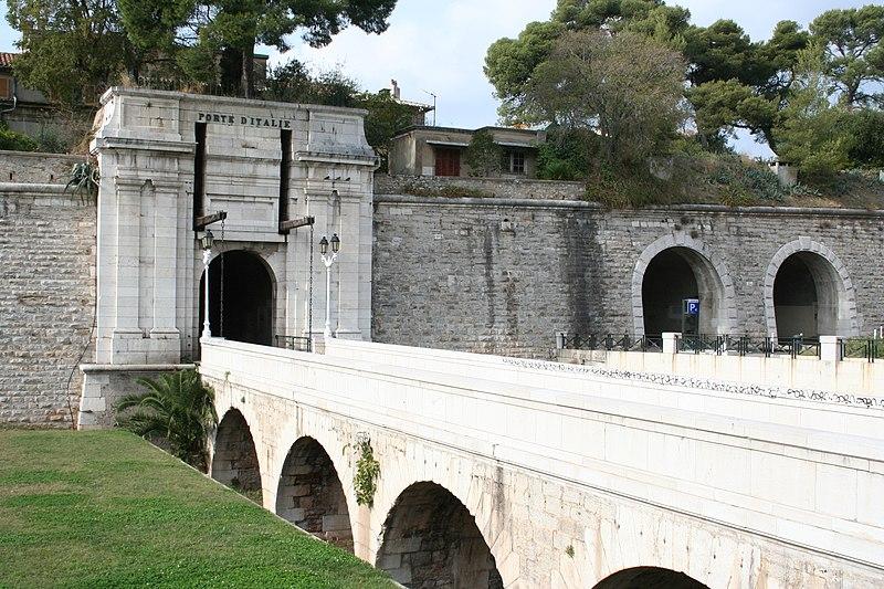Photo du Monument Historique Porte d'Italie situé à Toulon