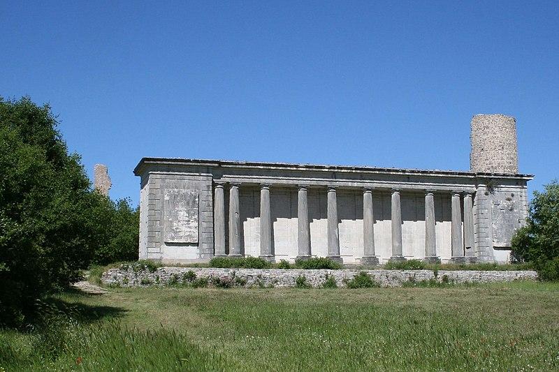 Photo du Monument Historique Château de Valbelle situé à Tourves