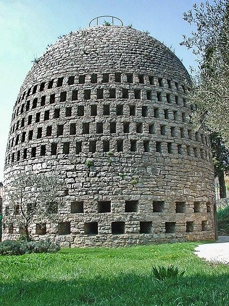 Photo du Monument Historique Puits aérien situé à Trans-en-Provence