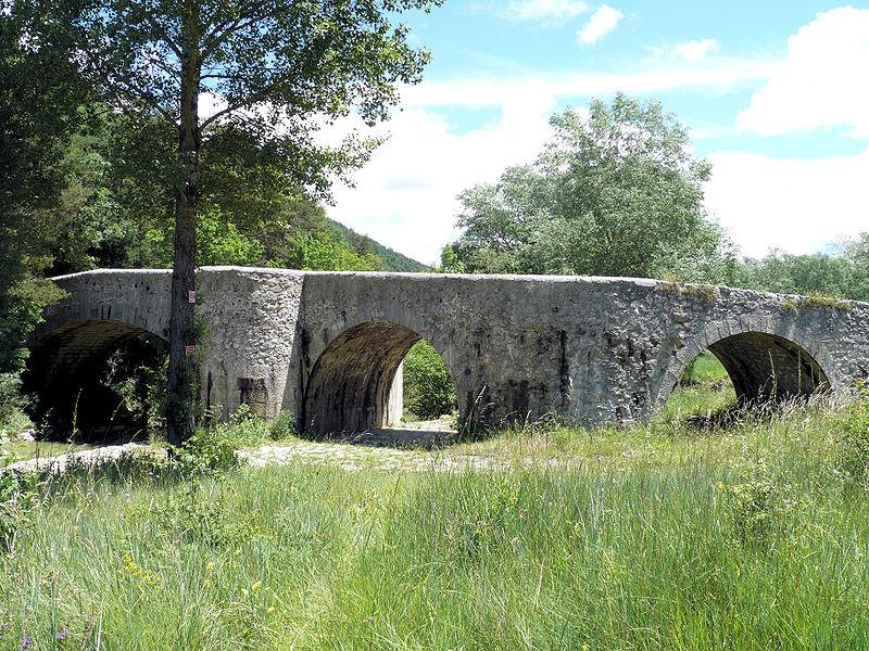 Photo du Monument Historique Pont franchissant l'Artuby situé à Comps-sur-Artuby