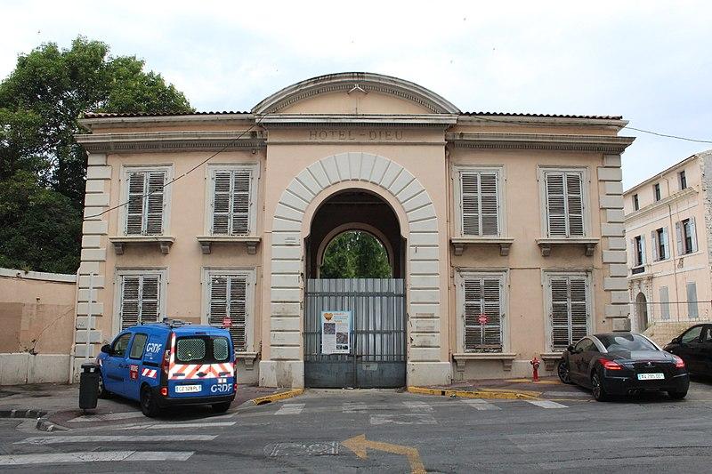 Photo du Monument Historique Hôpital Chalucet et jardin public Alexandre Ier situé à Toulon