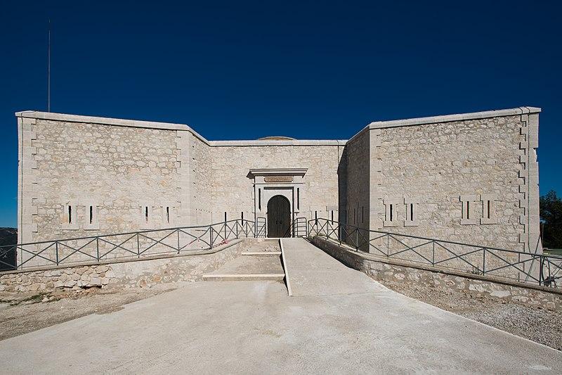 Photo du Monument Historique Tour Beaumont, située Colline du Mont-Faron, actuel Mémorial du débarquement en Provence situé à Toulon