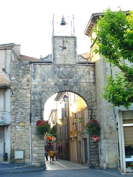 Photo du Monument Historique Porte de Saignon situé à Apt