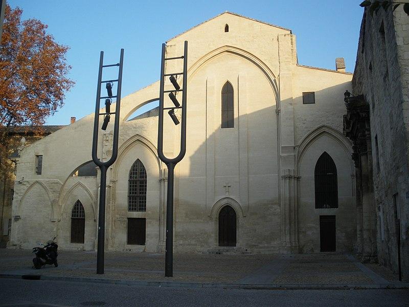 Photo du Monument Historique Ancien couvent des Célestins, actuellement caserne d'Hautpoul situé à Avignon