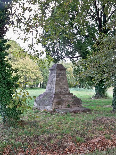 Photo du Monument Historique Fontaine couverte sise près du chemin de Fontcouverte en direction de Montfavet situé à Avignon