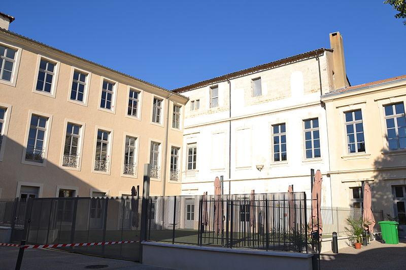 Photo du Monument Historique Livrée de Viviers  ou livrée Gaillard de la Motte ou Collège de Croix situé à Avignon