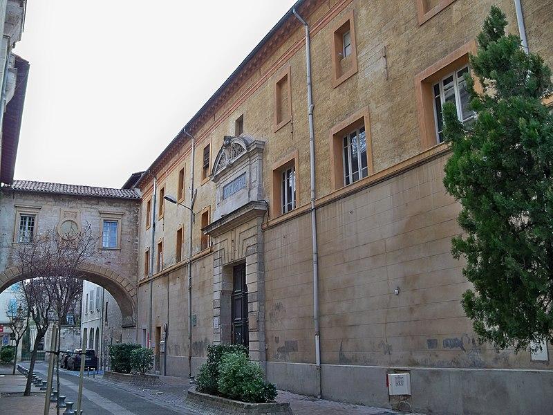 Photo du Monument Historique Lycée situé à Avignon