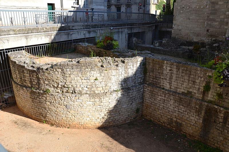 Photo du Monument Historique Substructions antiques et murs de soutènement à contre forts semi-circulaires situé à Avignon