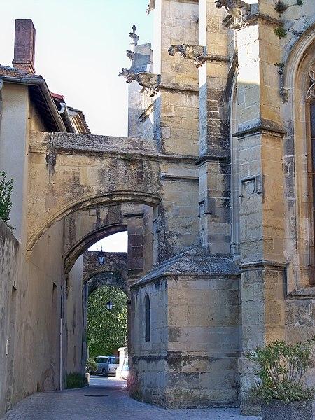 Photo du Monument Historique Eglise Saint-Michel situé à Caderousse