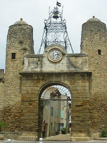 Photo du Monument Historique Porte de ville situé à Camaret-sur-Aigues