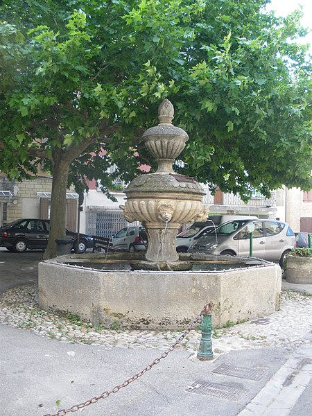 Photo du Monument Historique Fontaine situé à Caromb
