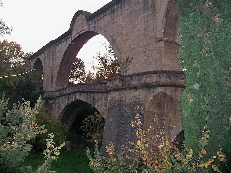 Photo du Monument Historique Aqueduc situé à Carpentras