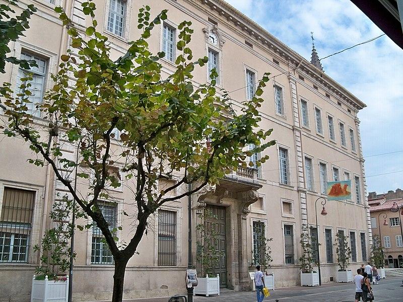 Photo du Monument Historique Palais épiscopal situé à Carpentras