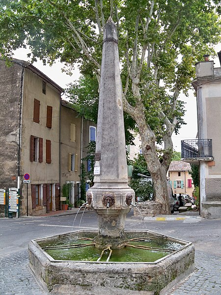 Photo du Monument Historique Fontaine situé à Cucuron