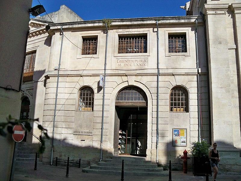 Photo du Monument Historique Grenier public situé à Isle-sur-la-Sorgue (L')