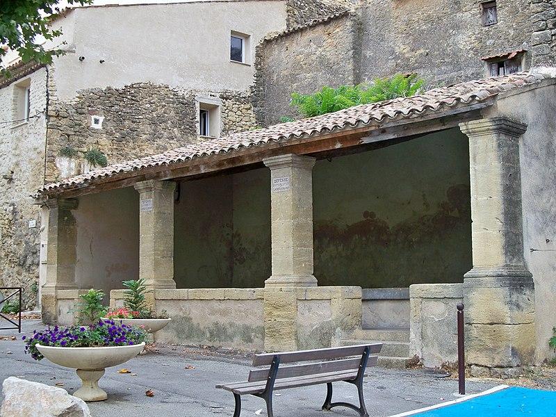 Photo du Monument Historique Lavoir public situé à Lauris
