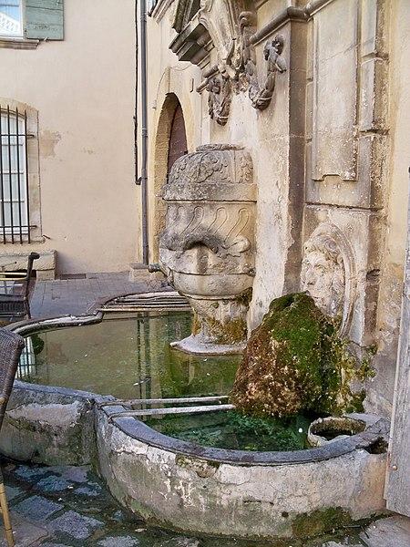 Photo du Monument Historique Fontaine publique situé à Lourmarin