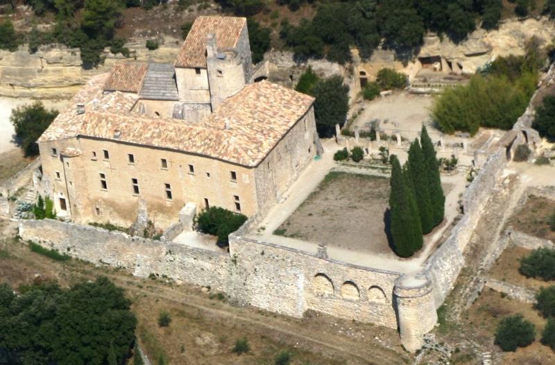 Photo du Monument Historique Ancienne abbaye Saint-Hilaire situé à Ménerbes