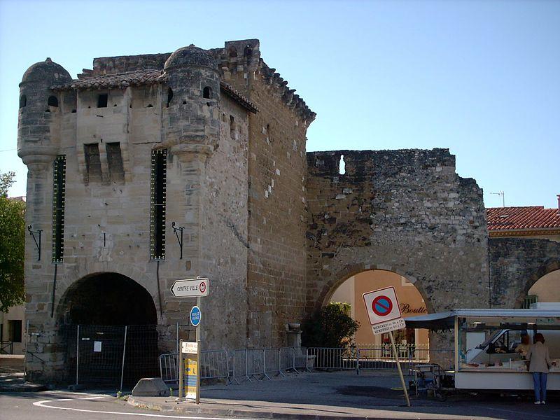 Photo du Monument Historique Porte Neuve situé à Monteux