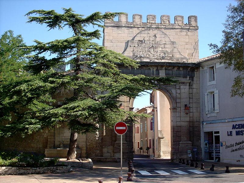 Photo du Monument Historique Remparts situé à Monteux