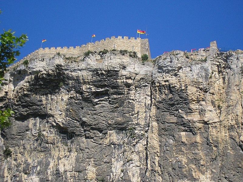 Photo du Monument Historique Château (restes du) situé à Mornas