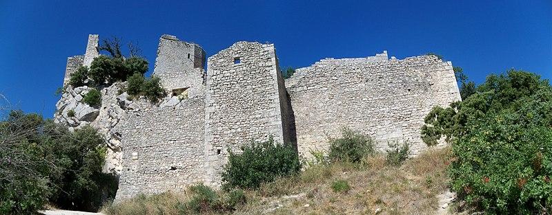 Photo du Monument Historique Château (restes du) situé à Oppède