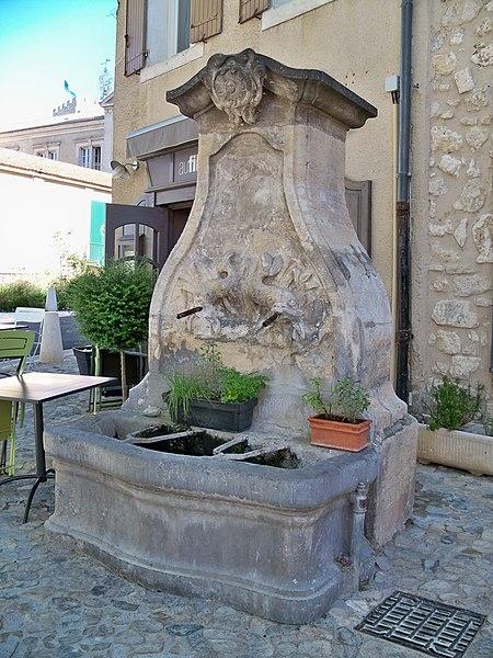 Photo du Monument Historique Fontaine des Augustins situé à Pernes-les-Fontaines