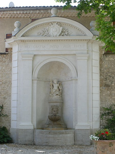 Photo du Monument Historique Fontaine de l'Hôtel de ville situé à Pernes-les-Fontaines