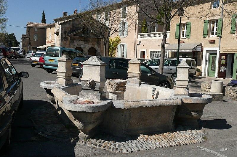 Photo du Monument Historique Fontaine du Portail-Neuf situé à Pernes-les-Fontaines