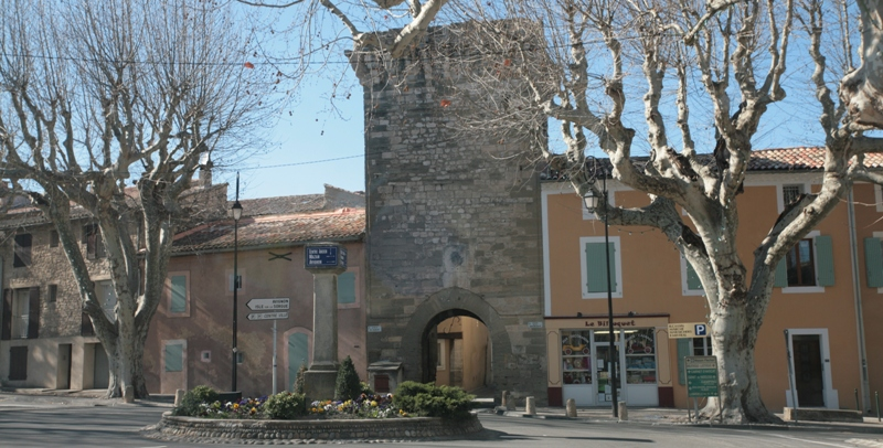 Photo du Monument Historique Porte Saint-Gilles situé à Pernes-les-Fontaines