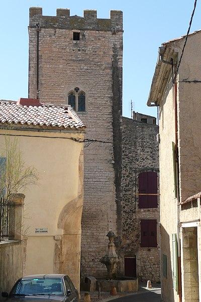 Photo du Monument Historique Tour Ferrande situé à Pernes-les-Fontaines