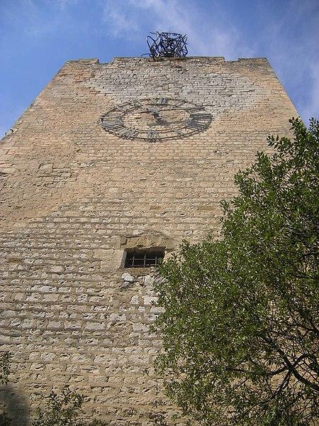 Photo du Monument Historique Tour de l'Horloge, dit aussi ancien château des comtes de Toulouse situé à Pernes-les-Fontaines