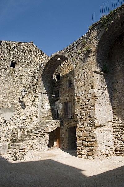 Photo du Monument Historique Commanderie des Templiers et maison des Notaires situé à Richerenches