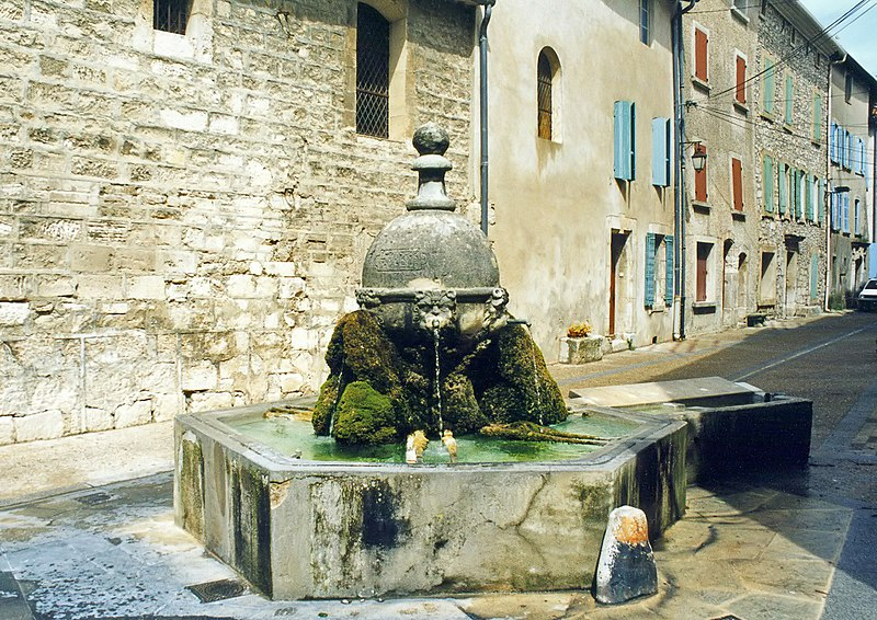 Photo du Monument Historique Fontaine situé à Saint-Didier