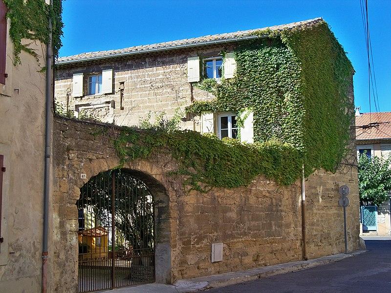 Photo du Monument Historique Maison de la Reine Jeanne (ensemble de bâtiments connus sous le nom de) situé à Sorgues