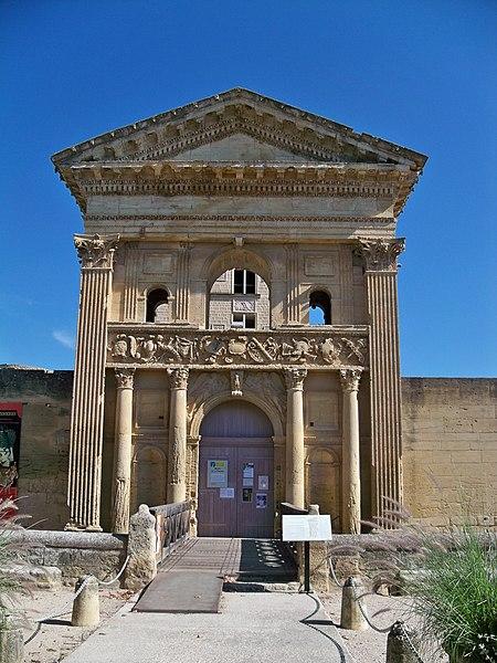 Photo du Monument Historique Château situé à La Tour-d'Aigues