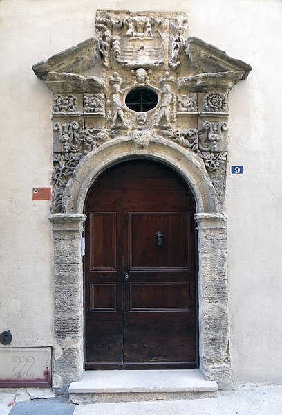 Photo du Monument Historique Maison noble situé à La Tour-d'Aigues