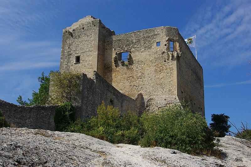 Photo du Monument Historique Château (ruines) et rocher qui les porte situé à Vaison-la-Romaine