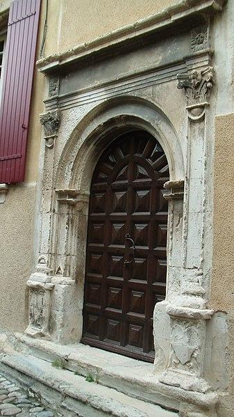 Photo du Monument Historique Maisons situé à Vaison-la-Romaine