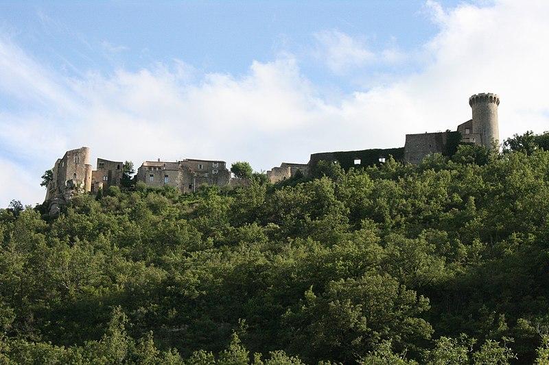Photo du Monument Historique Remparts situé à Viens
