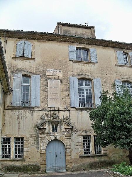 Photo du Monument Historique Ancien hôtel de Girard situé à Lourmarin