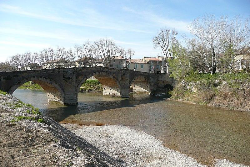 Photo du Monument Historique Pont sur l'Ouvèze situé à Bédarrides