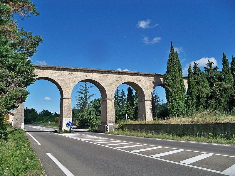 Photo du Monument Historique Pont-aqueduc des Cinq-Cantons (ouvrage d'art du canal de Carpentras) situé à Loriol-du-Comtat