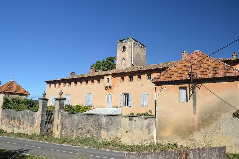 Photo du Monument Historique Château de la Corrée situé à Lourmarin