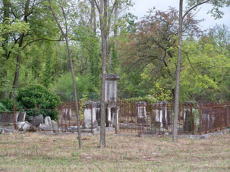 Photo du Monument Historique Ancien cimetière juif situé à L'Isle-sur-la-Sorgue