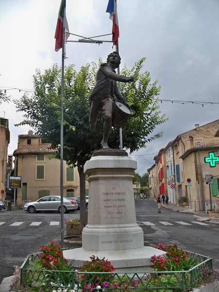 Photo du Monument Historique Monument au Tambour d'Arcole situé à Cadenet