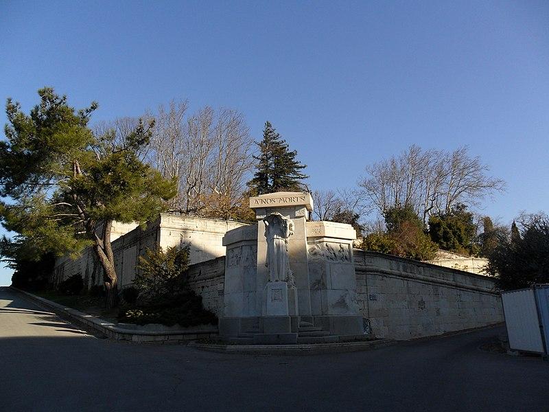 Photo du Monument Historique Monument aux morts de la guerre de 1914-1918, dit aussi Monument aux morts du jardin des Doms, situé montée des Moulins, jardin du rocher des Doms situé à Avignon